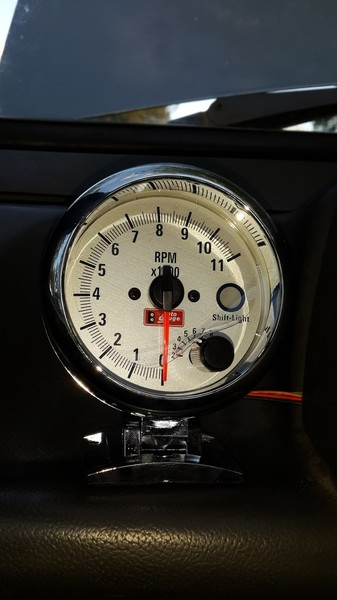 Купил выносной тахометр autogauge, долго подключал, т.к. инструкция была на английском и явно не для тазов.